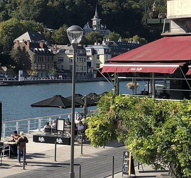 Le Café Leffe à Dinant en bord de Meuse
